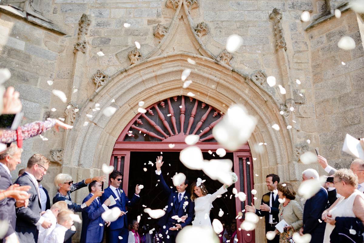 sortie des mariés lors de la cérémonie religieuse